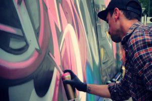 Lo street artist genovese Christian Blef in azione